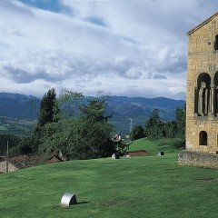 Santa María del Naranco - Monumento -  Arquitectura Religiosa - Prerrománico - Patrimonio de la Humanidad (Oviedo)